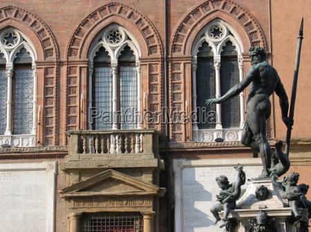 pomnik statula detailaufnahme szczegol gotyckie neptun