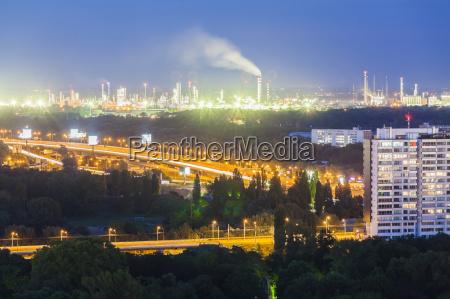 slowacjibratyslawyw nocy do rafinerii ropy naftowej